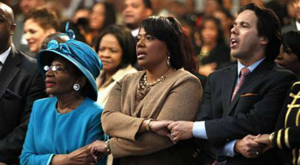 "Christine King Farris, Rev. Bernice King and Rev. Samuel Rodriquez sing ""We Shall Overcome"" at Ebenezer Baptist Church during the 45th Martin Luther King Jr. Annual Commemorative Service"