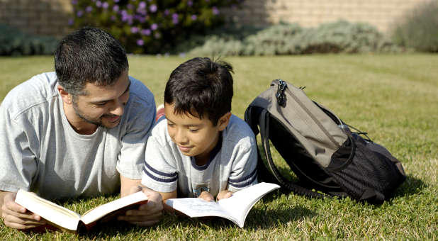 Encourage Your Children To Read >> How To Encourage A Love Of Reading In Your Children Charisma Magazine