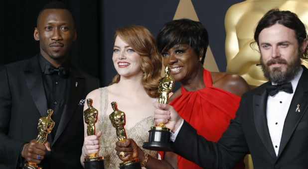 Best Supporting Actor winner Mahershala Ali (L-R), Best Actress winner Emma Stone, Best Supporting Actress winner Viola Davis and Best Actor winner Casey Affleck pose with their Oscars.